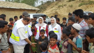 Photo of Omani delegation distributes aid to Rohingyan refugees in Bangladesh