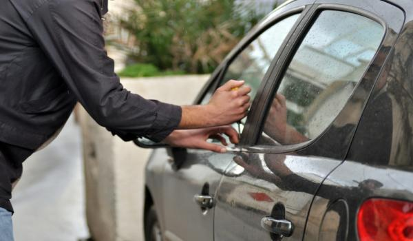 Photo of أنماط وحيل جديدة لسرقة السيارات.. والشرطة تُحذّر