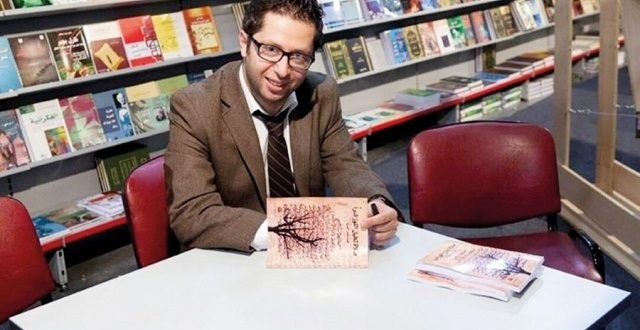 """د. أحمد نزال يكتب: """"فصل خامس للرحيل""""..شاعرٌ يكتبُ عن معرفةٍ ما يُكتبُ عن سليقة"""