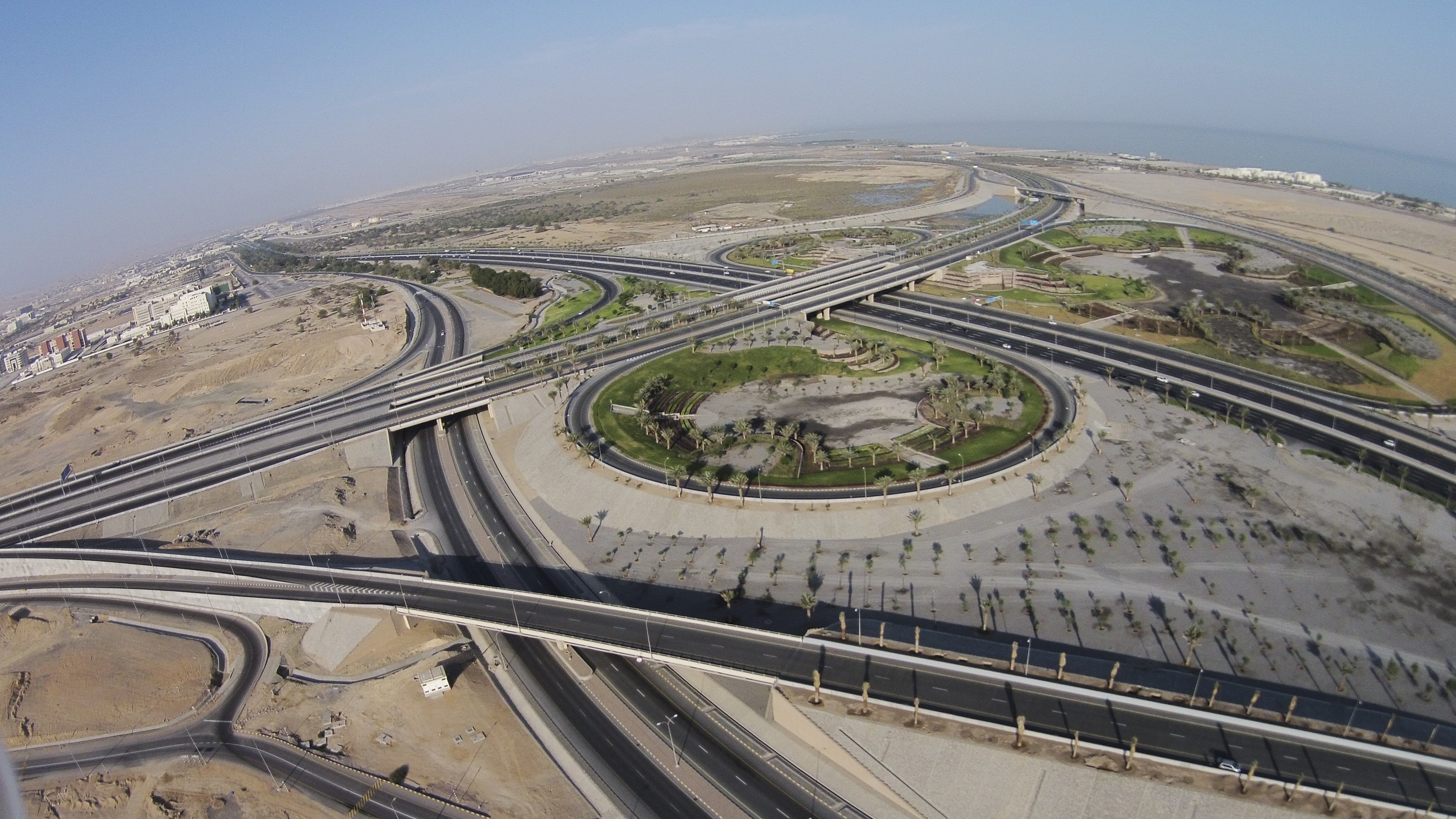 Photo of بالصور: الانتهاء من تنفيذ مشروعات طرق حيوية ترتبط بمطار مسقط الجديد