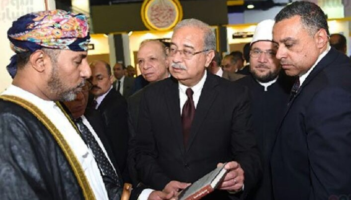 Photo of رئيس الوزراء المصري يزور جناح السلطنة في معرض القاهرة للكتاب