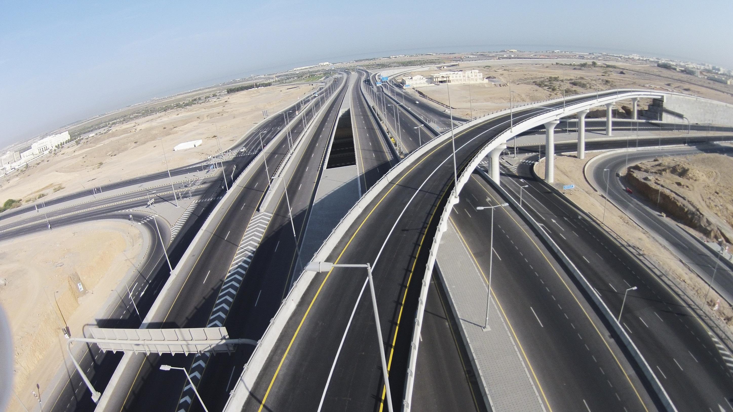 Photo of بلدية مسقط توضح ما يتداول عن تشققات جسر المطار