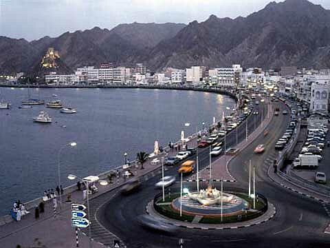 Photo of منع وقوف المركبات على جانبي الطريق البحري بمطرح