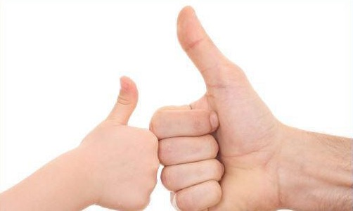 تُريد أن ترى أثر التشجيع والمدح الإيجابي في تعديل سلوك ابنك؟ طبّق هذه النصائح