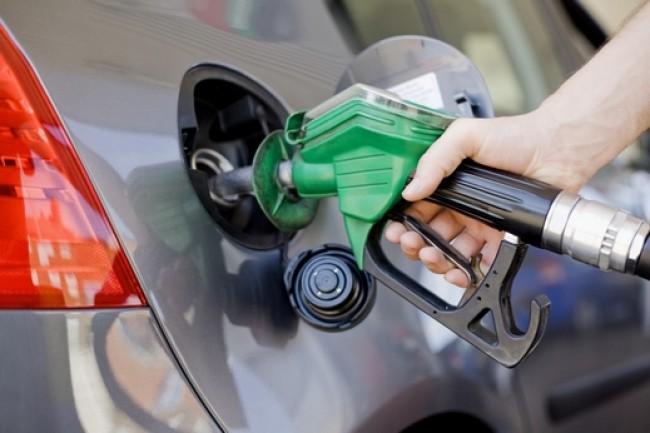 Photo of النفط والغاز توضح آلية احتساب تسعيرة الوقود الشهرية