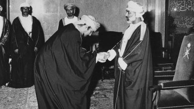 Photo of الدبلوماسي العُماني الذي حمل حقيبتين دبلوماسيتين لدولتين مختلفتين