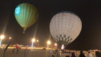 Photo of بالصور والفيديو: المناطيد تحلّق في سماء صلالة.. ولا وجود لمشكلة فنية