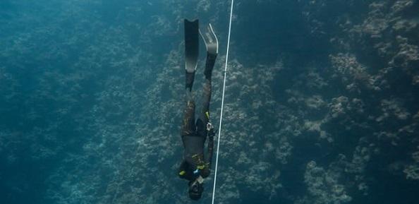 Photo of مُحققًا رقمًا جديدًا: عُماني يصل إلى أكثر من 50 مترًا تحت الماء