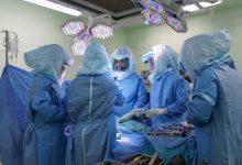 Photo of إنجاز في مستشفى جامعة السلطان قابوس: إجراء عملية جراحية تعد الـ4 عالميًا