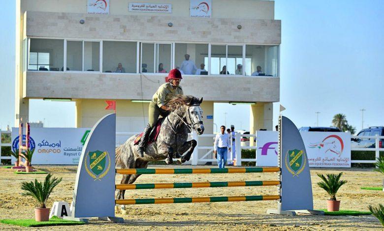 Photo of بمشاركة 44 فارسًا: السلطنة تستضيف البطولة الدولية لقفز الحواجز