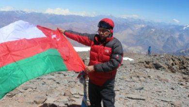 Photo of بالصور: مُغامر عُماني يصعد إلى ثاني أعلى قمة عالمية